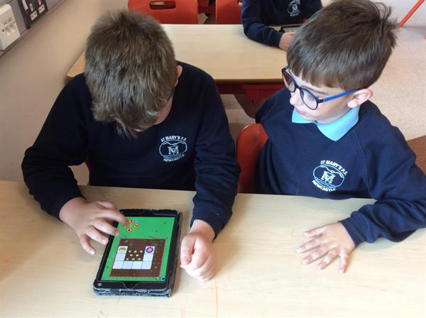 Beebots and Scratch Junior on the Ipads